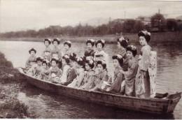 Gheisa's On Boat - Japon