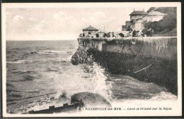 CPA Villerville-sur-Mer, Lame Se Brisant Sur La Digue - Villerville