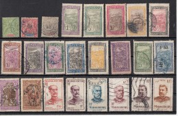Madagascar Lot De  24  Timbres - Madagascar (1889-1960)