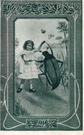 VRAIE PHOTO  Et ILLUSTRATION . SURREALISME : Petite Fille Dansant Avec Un Hanneton - Scènes & Paysages