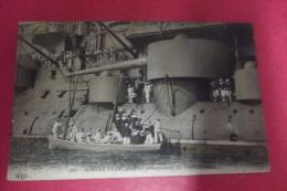 C P Marine  Francaise Debarquement Des Permissionnaires - Warships
