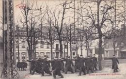 Ath - Soldats A L'exercice Sur L'esplanade - Ath