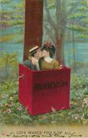 Couples - Couple - Amour - Baiser - Femmes - Femme - Chapeaux - Rubbish - Love Makes Fools Of All - état - Koppels