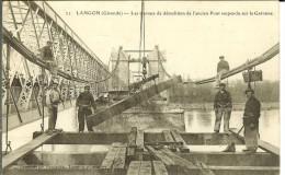 CPA  LANGON Les Travaux De Démolition De L'ancien Pont Suspendu Sur La Garonne 10647 - Langon