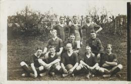 CARTE PHOTO  PRISE A CLEVES ALLEMAGNE OCCUPEE LE 5 MAI 1919 EQUIPE FOOTBALL SOUVENIR DU MATCH CONTRE LA BRIGADE LANCIERS - Fussball