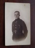 Soldaat Militair In Gala Uniform ( ) Anno 19?? ( Foto Idéal Berchem - Zie/voir Foto Voor Details ) !! - Personen