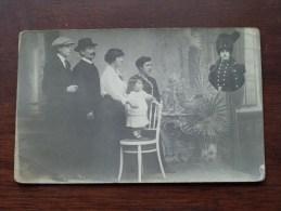 Familtie Van Militair ( Soldaat Ter Ere ) Anno 19?? ( Foto Halleux - Mertens Berchem - Zie/voir Foto Voor Details ) !! - Personen