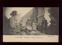 River Gambia Bathurst Picking Of Ground Nuts Cliché M.H.P.  N° 1 Femmes Aux Seins Nus - Gambie