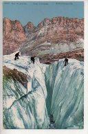 REF 186  : CPA Alpinisme Sur Le Glacier Une Crevasse - Alpinisme