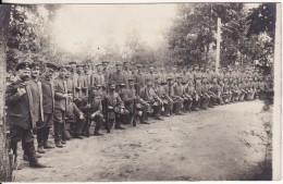 Carte Postale Photo Militaire Allemand Troupe En Manoeuvre Avec FUSIL-Arme A SITUER A LOCALISER- - Guerre 1914-18