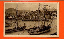 Bateaux - Voiliers à MENTON - Le Port Et La Vieille Ville - Voiliers