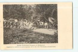 Missionnaire En Pousse-pousse De La Côte Vers Tananarive (Grande Forêt). Madagascar - Madagascar