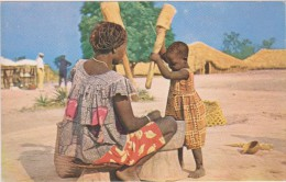 AFRIQUE NOIRE,AFRICA,AFRIKA,CAMER OUN,CAMEROON,CUISINIERE Et SON ENFANT - Cameroun