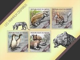 nig14206a Niger 2014 Extinct animals s/s