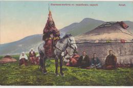 CPA  RUSSIE RUSSIA Altaï Ethnic Ethnique Une Kirghiz En Habit De Fête Cheval Carte Colorisée - Russia