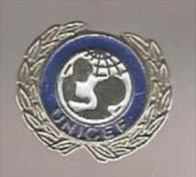 36205-Pin's.association.F onds des Nations unies pour l'enfance .Unicef