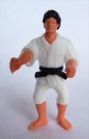 FIGURINE JUDOKA karateka 03 KINDER MONTABLE 1991