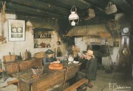 INTERIEUR TRADITIONNEL GRANDE TABLE AVEC TIROIR A PAIN FOUR A PAIN HORLOGE PHOTO F DEBAISIEUX - Auvergne
