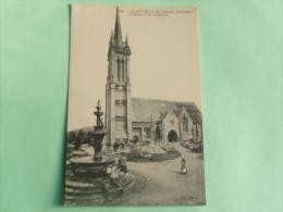 Saint Jean Du Doigt - L'Eglise Et La Fontaine - Saint-Jean-du-Doigt