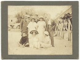 Ancienne Photo Tirage Original Sépia Carton Rigide 1921 Famille Plage Des Catalans Marseille 13 Capeline Panama Canotier - Orte