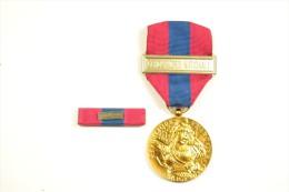 Médaille De La Défense Nationale Or GENDARMERIE Avec Barrette De Rappel - Police & Gendarmerie