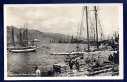 Espagne. Santa Cruz De Tenerife. Le Port. Bateaux Et Dockers Au Travail - Tenerife