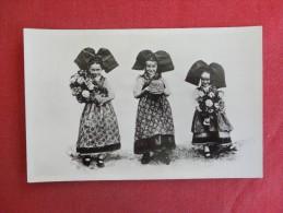 Jenne Alsacienne National Costumes    Ref 1439 - Customs