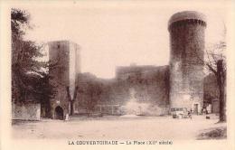 12 - La Couvertoirade - La Place XIIe Siècle (automobile) - Autres Communes