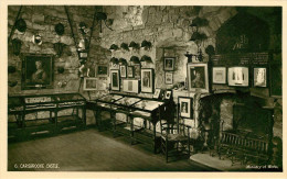 Royaume-Uni - Angleterre - Isle Of Wight - Carisbrooke Castle - Ministry Of Works - Cheminée - Tableaux - Bon état - Angleterre