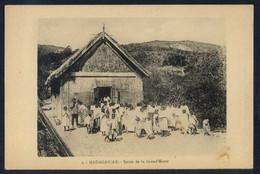 *Sortie De La Grand´Messe* Al Dorso *Pour L´OEuvre Des Prêtes Malagaches...* Nueva. - Madagascar