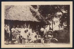 *En Attendant Le Missionnaire* Al Dorso *Pour L´OEuvre Des Prêtes Malagaches...* Nueva. - Madagascar
