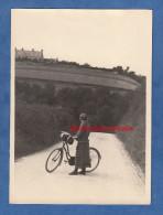 Photo Ancienne - BLAINVILLE Sur MER ( Manche ) - Jeune Femme à Vélo En Allant à Coutances - 1924 - Cycling