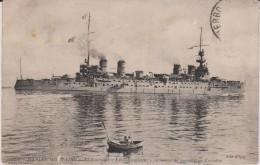 "Bateaux :  Marine , Le Cuirassé  "" Léon Gambetta ""  En  Ordre De Marche   En Escadre - Oorlog"