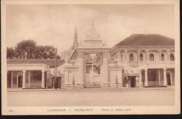 CPA - (Cambodge) Pnom Pnenh - Centre Du Palais Royal