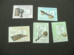 BG1267- Set  MNH Mozambique, Scott Cat. #739-743. Native Music Instruments - Musik