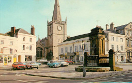 Royaume-Uni - Angleterre - Wiltshire - Market Place, Cenotaph And St Andrews Church, Chippenham - Voitures - Automobile - Angleterre