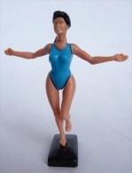 FIGURINE KINDER FEMME GYMNASTE 01 MONTABLE 1992 CHARETTE