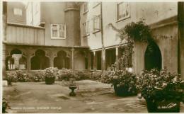 Royaume-Uni - Angleterre - Berkshire - Canon's Cloister , Windsor Castle - état - Windsor Castle