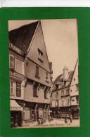18 BOURGES - : Vieilles Maisons, Place Gordaine - (animée Avec Commerces ) CPA Année1920 - Bourges