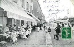 14 LUC-sur-MER  La Rue De La Mer Et La Terrasse De L'Hôtel Des Familles - Luc Sur Mer