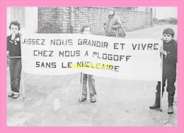 CPM PLOGOFF   Fevrier 1980 Au Cours D Une Démonstration Contre Le Projet De Centrale Nucleaire - France