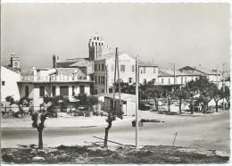 LES SAINTES MARIE DE LA MER - Hôtel De La Plage Et La Place - Saintes Maries De La Mer