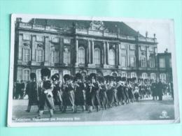 Guards Parade At AMALIENBORG PALACE - Danemark