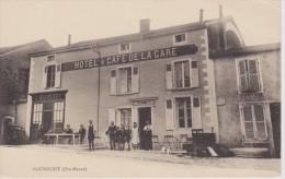 HAUTE MARNE -  BOURMONT   ( - Belle Vue Sur L´ HOTEL $ CAFE DE LA GARE Avec  De Nombreux Personnages - N´a Pas Circulé ) - Bourmont