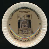 CENDRIER : PORCELAINE DE LIMOGES BLANC ET DECOR, St Yriex-la-Perche, Atelier Jumilhac-le-Grand, M. P. Samie (2 scans)