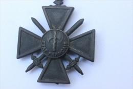 Croix De Guerre Etat Français (reproduction) - Army & War