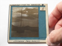 Sunset Over The Harbour ( U.K. Leicester / Phot. Soc. ) : Plaat +/- 8 X 8 Cm. ( Zie Foto Voor Details ) ! - Glasplaten