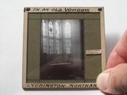 In An Old Window Lyddington Northhants ( U.K. Lyddington ) : Plaat +/- 8 X 8 Cm. ( Zie Foto Voor Details ) ! - Plaques De Verre