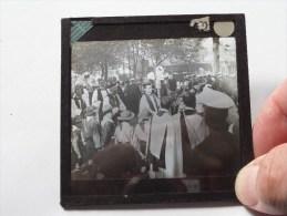 Identify / Identificier / Te Identificeren ( U.K. ? / Processie ? ) : Plaat +/- 8 X 8 Cm. ( Zie Foto Voor Details ) ! - Plaques De Verre