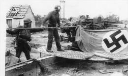 Militaria Militaire Guerre 1939  LOT 2 Carte Débarquement Et Photo Imprimante Canon D´après Original Drapeau Nazi Ruines - Weltkrieg 1939-45